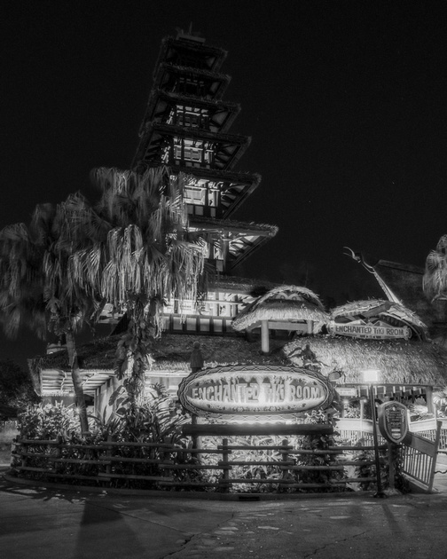 MLCreations Photography: WDW in B&W &emdash; Tiki Light