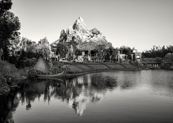 MLCreations Photography: WDW in B&W &emdash; Into the Distance